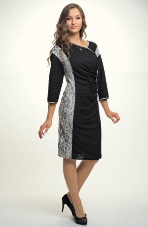 Mladistvé šaty s řasením na předním dílu