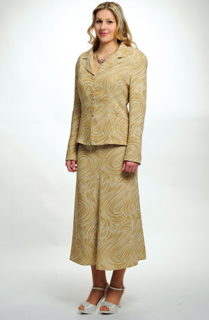 Elegantní kostýmek v jemném pastelovém vzoru