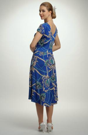 Letní šaty se vzorem na sedle