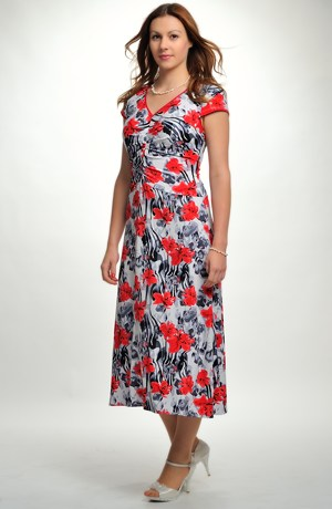 Elegantní červenobílé elastické šaty s potiskem