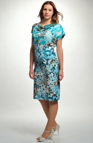 Dámské elegantní šaty se vzorem do společnosti i do práce