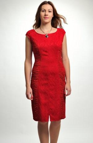 Pleteninové krátké šaty s módním nabíráním na bokách