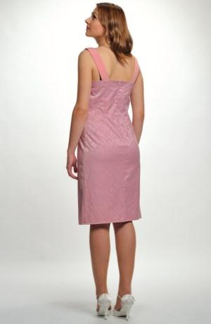 Dívčí společenské šaty s efektním plastickým vzorem.