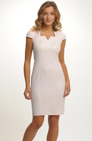 Luxusní šaty na svatbu pro štíhlé postavy