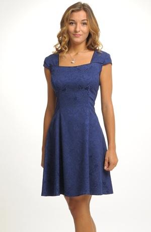 Dívčí šaty vhodné na svatbu, ale i pro taneční kurzy.