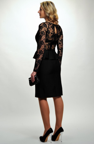 Extravagantní společenské šaty s krajkovými zády a rukávy a se zlatým vysokým pasem
