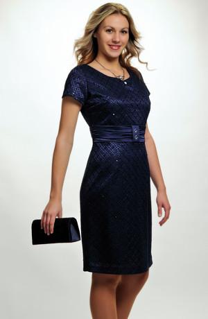 Elegantní koktejlové šaty z krajky na saténu v tmavě modré, krajkové koktejlky vel. 42 až 50