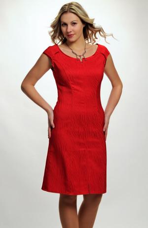 Červené elegantní dámské koktejlové šaty z elastického červeného žakáru