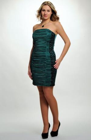 Zelené společenské šaty na oddělávací ramínka s řasenými pruhy a krajkou, vel. 36