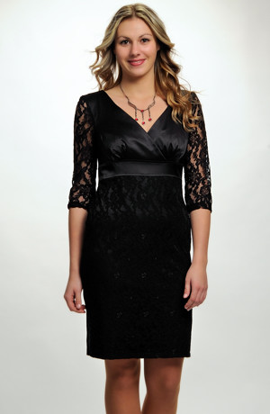 Černé krajkové společenské minišaty s aplikací na sukni a rukávech. vel. 36, 38, 40, 42