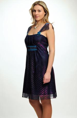 Společenské šaty řaseným sedlem do porty z měňavého tylu, pouze velikost 38