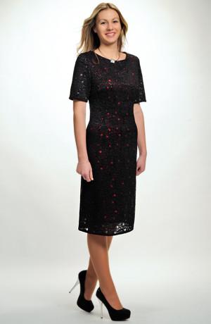 Malé černé krajkové koktejlové šaty z elastické krajky pro plnoštíhlé i pro větší velikosti - L, XL, XXL
