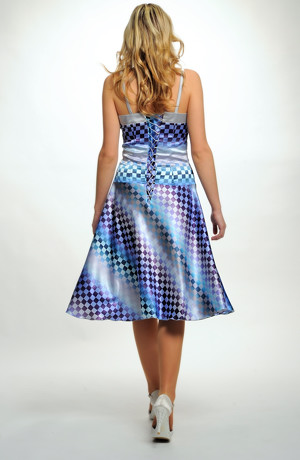 Šaty s op-artovým vzorem