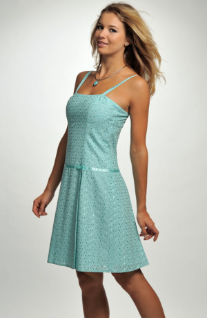 Krátké ramínkové šaty z vyšívané madeiry