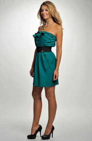 Dívčí koktejlové šaty zdobené volánkem v zelené barvě