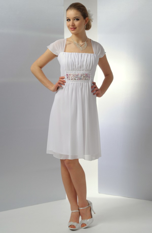 Bílé krátké svatební šaty vhodné i pro boubelky ve velikosti 50,52