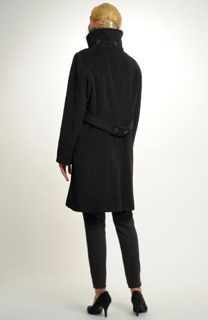 Dámský černý tříčtvrteční kabát se zdobením na límci