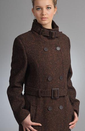 Dlouhý zimní kabát s páskam