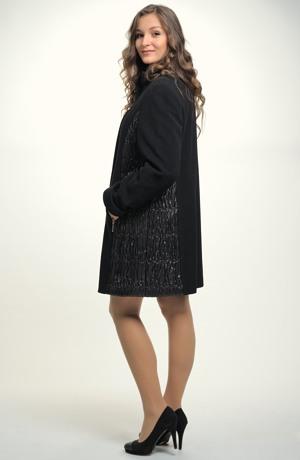 Dámský zimní kabát flaušový s moderním sportovně elegantním střihem i pro plnoštíhlé.
