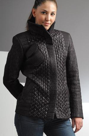 Černý dámský kabátek v aktuálním motorkářském stylu z módního prošívaného materiálu.