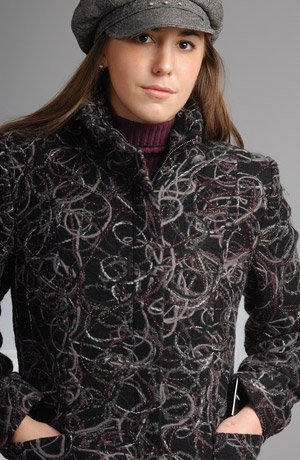 Krátký kabátek z velmi zajimavého materiálu.