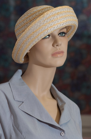Dámský klobouček v koloniálním stylu