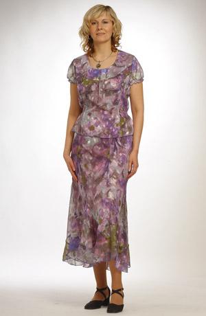 Klasický květovaný kostýmek se sakem