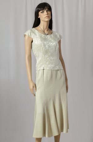 Elegantní společenský kostýmek s asymetrickou sukní.