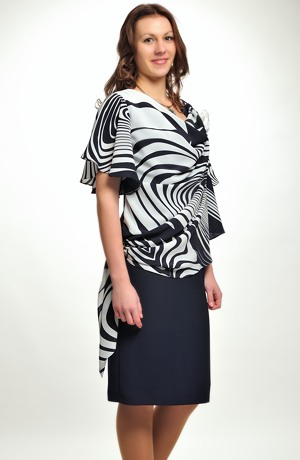 Společenské šaty s tylem i pro plnoštíhlé zdobené řasením , ve velikostech 42 až 50