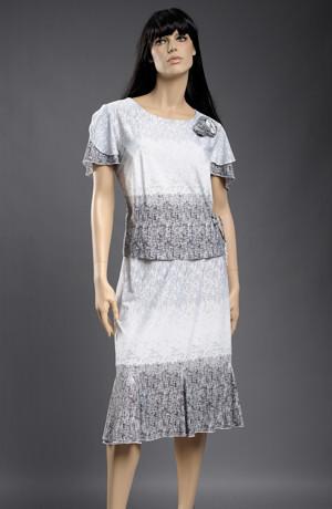 Nadčasový outfit tvoří kombinace topu a sukně. vel