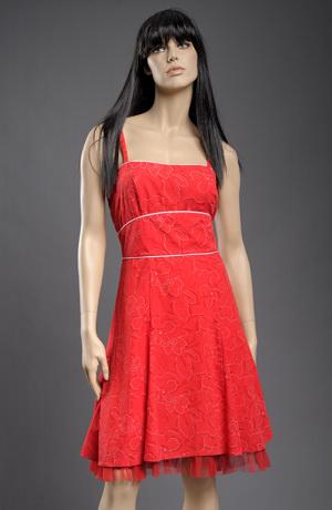 Šaty v duchu 50.let v červené.