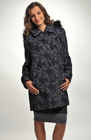 Dámský krátký zimní kabát s kapucí
