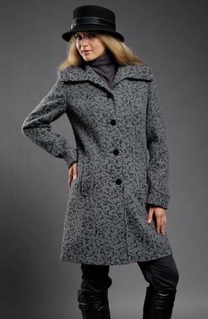 Zímní kabát z módního plastického materiálu
