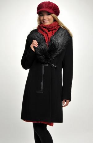 Elegantní dámské paleto se zdobením v pase.