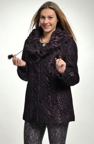 Dámský krátký kabát s plastickým vzorem