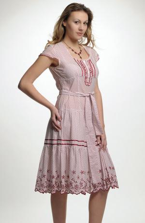 Šaty s madeirovou krajkou na volánu
