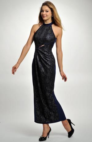 Dlouhé dámské společenské plesové šaty v modré kombinaci barev.
