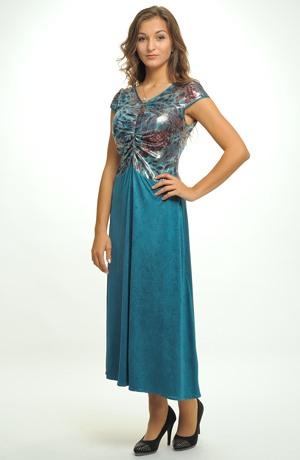 Šaty s ozdobným živůtkem a elastickou sukní lichotí postavě. Velikosti od 34 až do 48