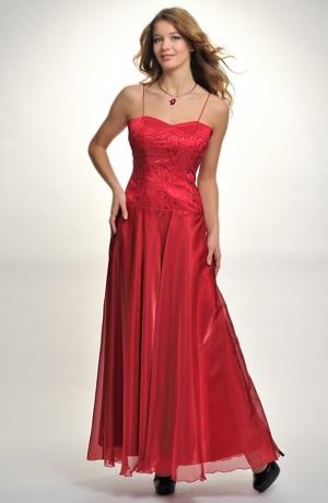 Korzetové šaty na ples s dlouhou kolovou sukní z organzy