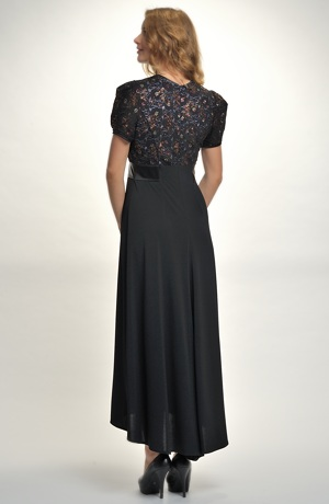 Elegantní večerní šaty z černé krajky na bílém podkladu. Vel. 38, 40