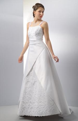 Šaty na ramínka s vyšívaným sedlem a zavinovací sukní.
