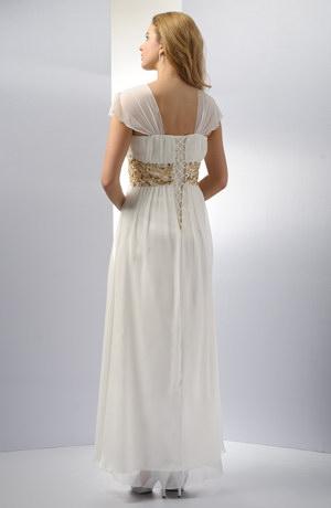 Dlouhé římské svatební šaty se širšími ramínky se šněrováním.