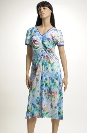 Pleteninové šaty s rukávky