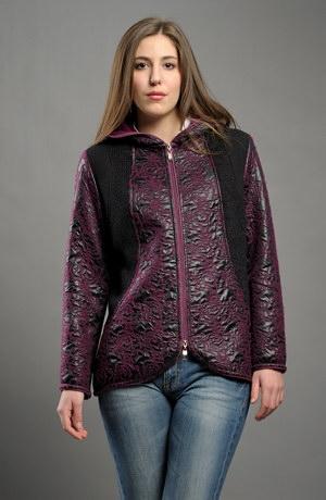 Krátký kabátek na zip z módního materiálu.