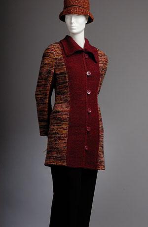 Tříčtvrteční pletený kabátek Verino v princesovém střihu kombinovaný s melírem zapínání ma knoflíky