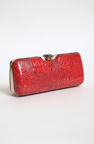 Červená kabelka na ples