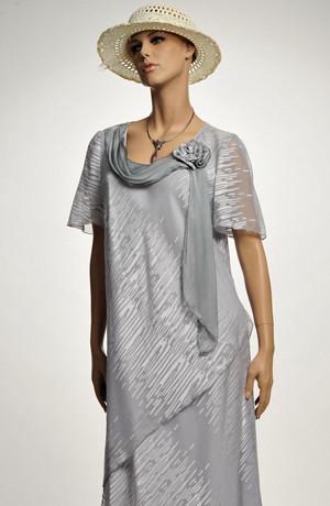 Společenské dlouhé šifonové šaty s rukávkem ze stříbřitého materiálu, vel. 58