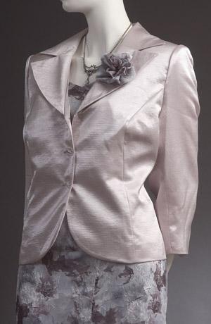 Modrostříbrný šatový kostýmek s moderním sáčkem