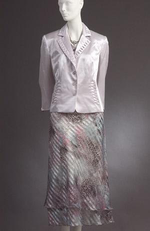 Lehký šatový kostýmek s moderním sáčkem