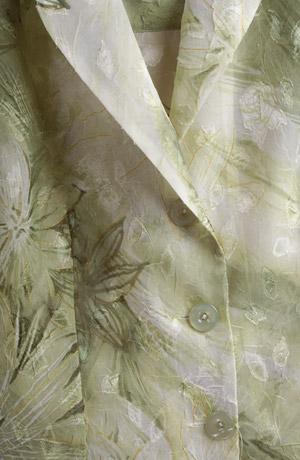Lehký šatový kostým - vzorovaný